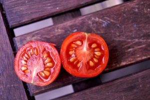 Comer sementes de tomate faz mal?