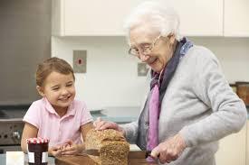 Avós que cuidam dos netos vivem 10 anos a mais em média