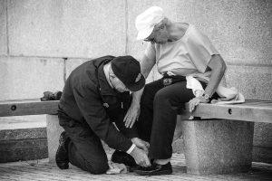 Ossos fracos com a idade: Entenda por que!