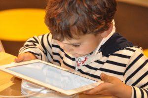 Tecnologia e criança: Organização Mundial da Saúde (OMS)  alerta sobre o uso e efeitos associados a problemas de saúde!
