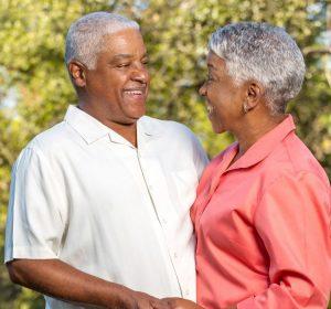 segurar a mão de um ente querido é capaz de deixar a dor mais suportável